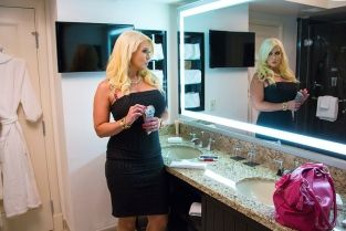 Alura Jenson & Joey Brass in Tonight's Girlfriend