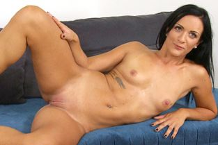 FakeAgent - Black haired german babe wants to be a glamour model