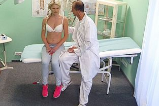 Fake Hospital - Slim babe wants sex with doctor