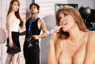 Applicant Cunt Darla Crane, Small Hands