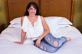 MomPov - Innocent MILF next door tries