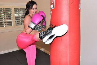 Sexy Boxing Chick in Leggings Video & Roxii Blair - I Know That Girl