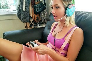 Gamer Babe Plays With Cock Eliza Jane - Mofos B Sides