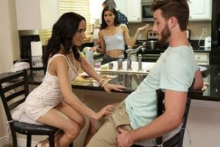 MomsTeachSex - Katya Rodriguez, Tia Cyrus Share With Mommy