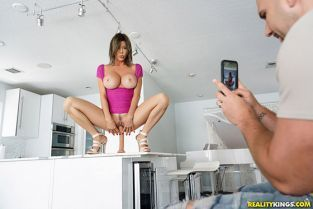 RealityKings - Alexis Fawx My Neighbor Is A Squirting Nympho MilfHunter