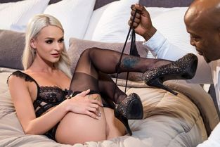 BlackIsBetter - Emma Hix Right Under Your Nose