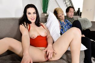 FamilyStrokes - Raven Reign Stepdaughter Does It For The Cam