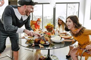 FamilyStrokes - Brooklyn Chase, Rosalyn Sphinx Thanksgiving Snatch Stuffing
