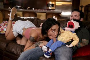 FamilyHookups - Honey Gold Letting My Fake Niece Down