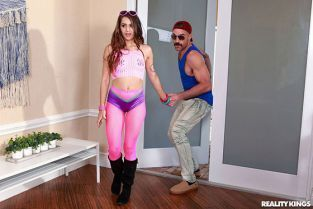 RealityKings - Sofie Reyez Cumming Home From The Festival RKPrime