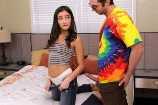 ThatSitcomShow - Emily Willis That 70s Ho Hyde Moves On In