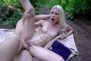 BangYNGR - Jessie Saint Flies A Kite And Gets Fucked In The Woods