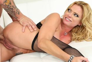 Hustler - Briana Banks Squirting MILF Sex