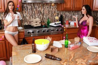 RealityKings - Ariella Ferrera, Desiree Dulce Post-Party Cleanup WeLiveTogether
