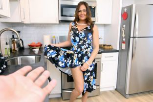 PervMom - Elexis Morgan My Not-Quite-Aunt Is A Nympho