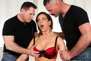 BangBros - Cherie Deville Loves the DP MomIsHorny