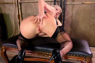 Dee Williams Welcome To Dee's Dungeon DayWithAPornstar