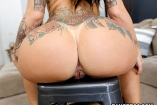 BangBros - Lilith Morningstar Curvy Lilith's First Time AssParade