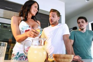 Reagan Foxx, Kyle Mason Shy Mom's First Squirt [Best of Brazzers]