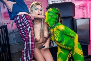 Tiffany Doll, Danny D, Eva Parcker Fuck Me Earthling [Best of Brazzers]