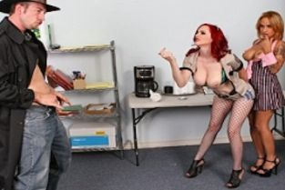 Jordan Ash, Berlin, Regan Reese Who said you're out of luck on Halloween. [Best of Brazzers]