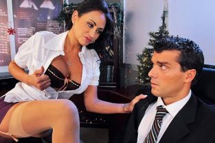 Ramon Nomar, Claudia Valentine You Have To Eat My Pussy On Christmas Eve [Best of Brazzers]