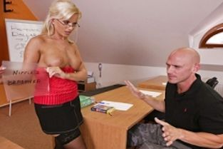 Voodoo, Johnny Sins, Cindy Dollar A pussy in need, needs a cock indeed. [Best of Brazzers]