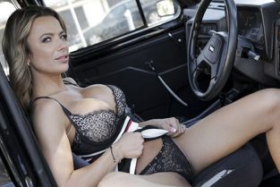 FemaleFakeTaxi - Shalina Devine Give me an orgasm for a discount