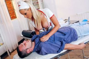 Marry Queen, Mad Max Burst on the Nurse [Best of Brazzers]