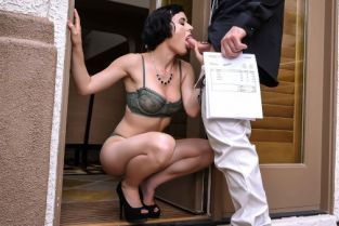 Charles Dera, Olive Glass Dick For Her Debt [Best of Brazzers]