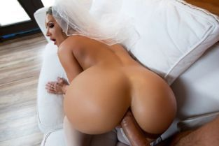 Cali Carter, Keiran Lee Big Wet Bridal Butt [Best of Brazzers]