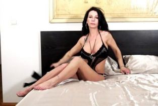Jacquieetmicheltv - Adèle 27, doesn't have many taboos …