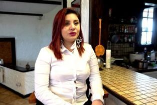 JacquieetMichelTV - Juliana 25 years old, very caliente barmaid!