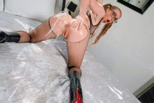 Scarlet Chase Fuck My Oily Asshole BrazzersExxtra
